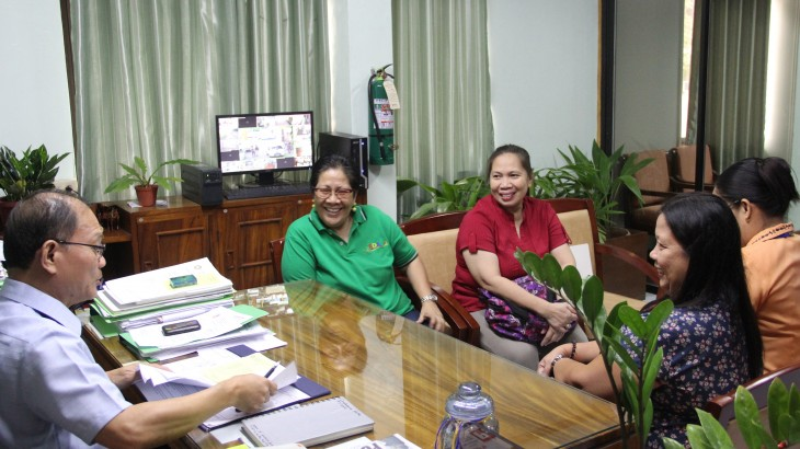 ERDA Executive Director Dolora Sardeno, Vice President for Operation-Visayas Ms. Sanora Dichon and Ms. Lynn G. Rivera  on a meeting with Dr. Raul F. Muyong.  Partly hidden is Dr. Corazon C. Corbal , ESD head.