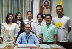 "Hon. Sarah Jane I. Elago (left), Representative, Kabataan Party List, visits the office of Dr. Raul F. Muyong on July 13, 2017. Congresswoman Elago was one of the resource persons of the Free Education Forum with the theme "" Kabataan Para sa Pagbabagao."" The symposium was organized by the Student Republic La Paz campus  which is led by SR President Eienn Jae G. Corona (2nd from left)."
